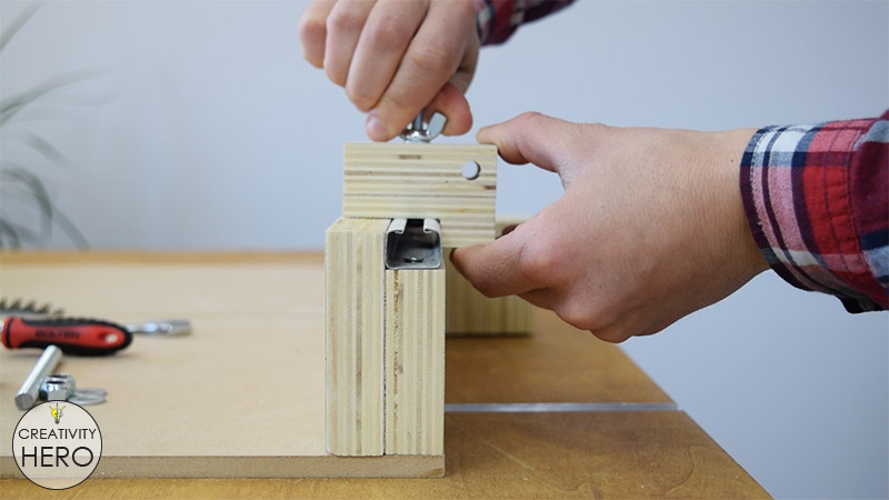 How to Make a Crosscut Sled with Flip Stop Block (Free Plans) 33